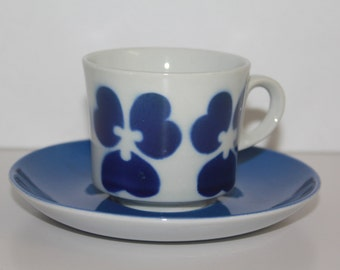 """Adorable vintage """"Pansy"""" coffee cup by Arabia Finland"""