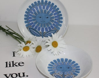 Daisy pattern plate or bowl by Arabia Finland