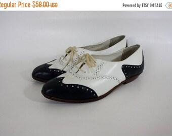Sale Vintage Wing Tip Shoes / Navy Leather Oxfords / Vintage Leather Oxfords / Navy & White Leather Wing Tips / Vintage Brogues 6