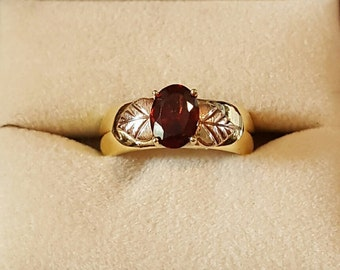Vintage 18k Yellow Gold and Mozambique Garnet Ring Size 6 1/2