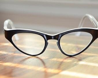 Vintage Cat Eyeglasses Harlequin Black White  46/22 EI Frame France NOS