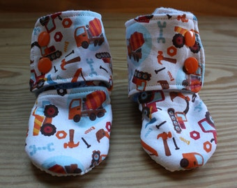 Stay-on baby booties - sizes 0-3, 3-6, 6-9, 9-12 months - adorable, brightly colored