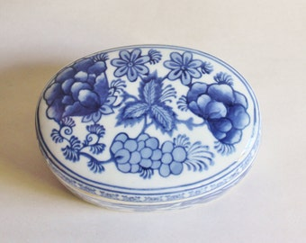 Vintage Blue and white Asian Box