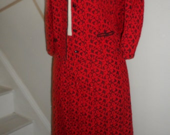 great looking late 50s 60s red and black cropped jacket and skirt fantastic patternseveral sizes see measures