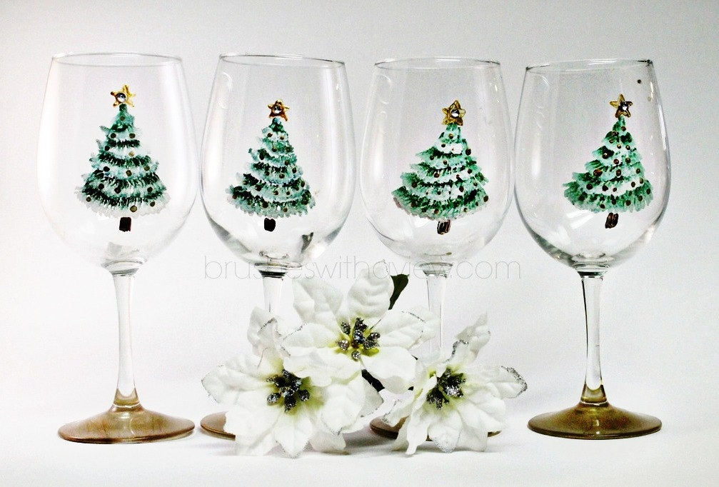 Christmas wine glasses set of 4 hand painted christmas for Hand painted wine glass christmas designs