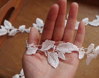 lace trim with leaves DG114B