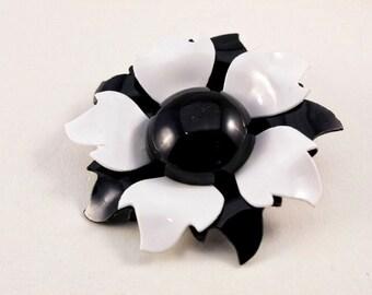 Vintage Plastic Black and White Flower Brooch (retro 50s 60s 70s mod floral statement hippie bold)