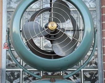 Vintage Mid Century Modern Atomic Vornado B28C1 Three Speed Fan
