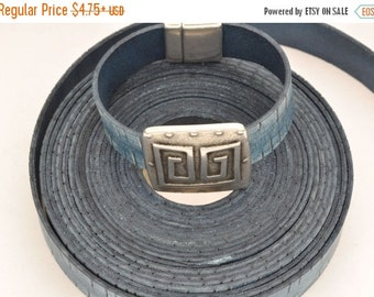 40% OFF 20MM Vintage Denim Engraved Flat Leather Cord