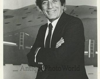 Handsome smiling singer Tony Bennett vintage music photo