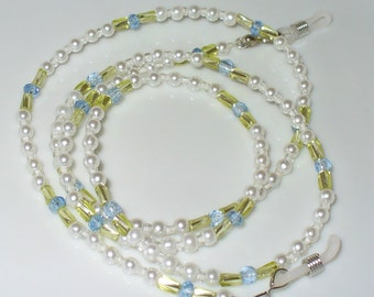 Necklace in white, light blue, lime green 76 cm (80)