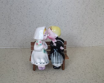 Kissing Bride and Groom Shakers