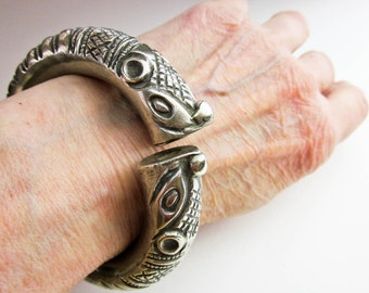 Antique Indo Chinese Dragon Cuff Bracelet Ethnic Tribal Silver (900), Hallmarked (Asian Ideograms), ca1900.