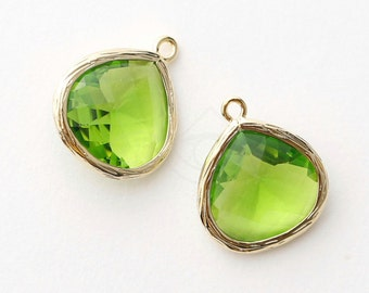1066101 / Olivine / 16k Gold Plated Brass Framed Glass Pendant  16mm x 18.5mm / 1.7g / 2pcs
