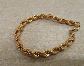 On Sale Collectible Bling Gold Tone Twisted Chain Clasp Bracelet Inexpensive CostumeJewelry