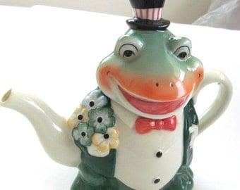 Adorable Mr. FROG Vintage Ceramic TEAPOT ......Dept.56