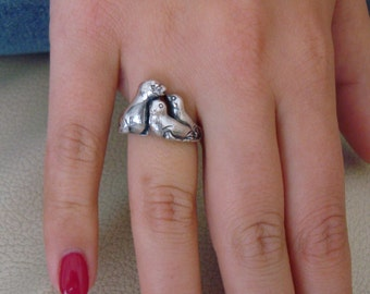 Stunning Solid 925 Sterling Silver Seal Family Ring