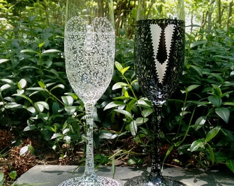 Bride and Groom Champagne glasses, Wedding Flutes,Toasting Wedding Glasses, Wedding gift -- Hand Painted and Decorated -- Set of 2