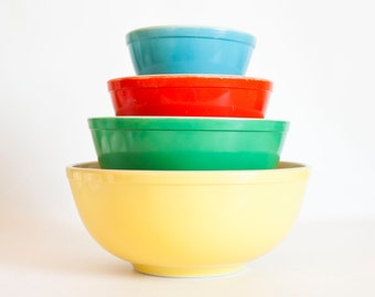 Vintage 1950s Pyrex Primary Mixing Bowl Set, Yellow Green Red Blue Nesting Bowls, Complete Set of Four, Made in USA