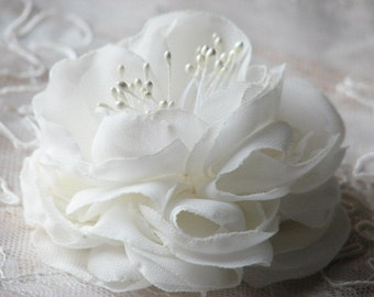 Wedding hair flower Ivory hair peony Ivory hair flower Ivory wedding headpiece Silk hair flower Ivory peony Bridal hair flower Bridal peony