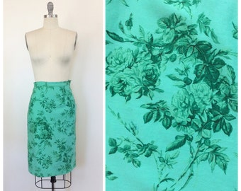 50s Green Rose Floral Print Skirt / 1950s Vintage Novelty Wiggle Cotton Skirt / Medium / 26 inch waist