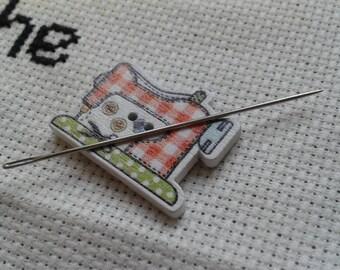 Magnetic needle minder - sewing machine shaped (needle nanny, needle keeper) embroidery cross stitch crewel needlepoint