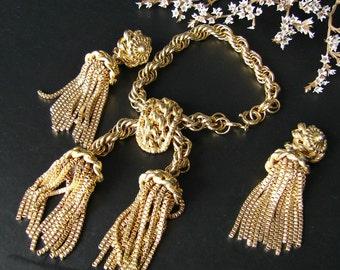 Estate jewelry. Schiaparelli jewelry set. Gold bold tassel bracelet. Tassels bold clip on earrings. Rare jewelry