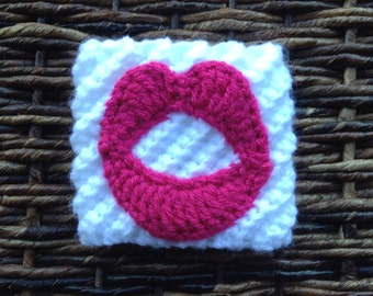 Kissing lips cup cozy