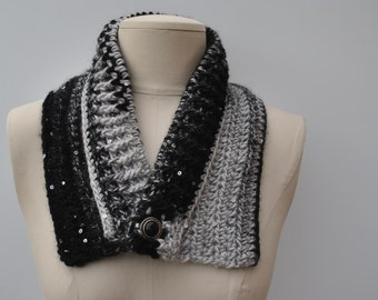 Crocheted cowl in black/grey with sequins
