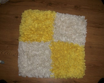 Hand pulled hessian backed checker style rag rug