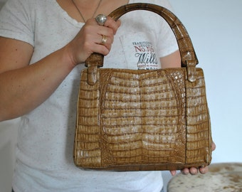 Vintage ALLIGATOR SKIN LEATHER   handbag ....(129)