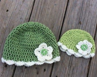 Crochet Mummy and Me Hat, Matching hats all sizes preemie to adult. Green and Cream Hat