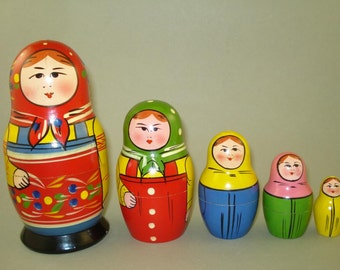 Vintage old set of 5 Russian Soviet Nesting Dolls from Zagorsk - USSR