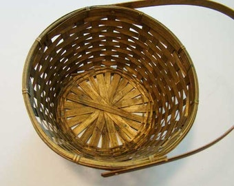 Gold wicker basket, Christmas basket, gold wicker basket with handle, gift basket