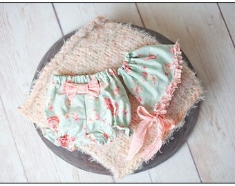 Newborn to 3 Months  Baby Girl Bloomers Diaper Cover and Bonnet Photography Prop