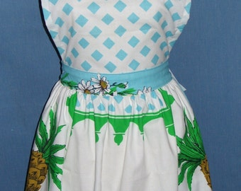 Pineapples and flowers apron