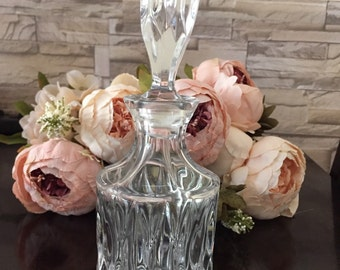 Decorative glass carafe