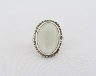 Vintage Old Pawn Sterling Silver White Mother of Pearl Oval Ring Size 6.5