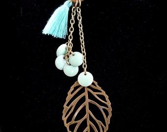 Necklace lasso boho unbalanced of bronze-colored, green jade, Pompom and sequin aqua green color enamel leaves