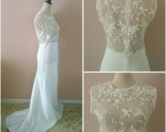 Vintage 70s White Floral Lace Wedding Dress Sheer Panel Low Back Mermaid Fit & Flair Train Sleeveless Gown Bridal US 2-4