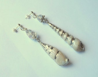 Silver tone earrings dissociated real shells and crystals
