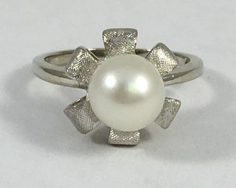 Vintage Pearl Ring. Pearl Art Nouveau Flower Ring in 10K White Gold. June Birthstone. 4th Anniversary. Unique Engagement Ring. Estate Ring