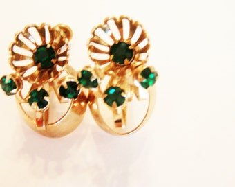 Vintage Emerald Earrings / 40's Earrings / Emerald Jewelry / Screw Back Earrings / Gold Earrings / Green Earrings / Green Jewelry