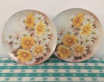 Vintage Melmac Melamine Plastic Picnic Plates- Sunflower- Retro Kitchen- Yellow- Camping Dishes- Glamping