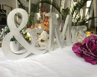 Photo prop sign, Mr & Mrs table sign, MR MRS HEAD Table sign, Mrs and Mr wedding signs. Wedding table signs Mr and Mrs