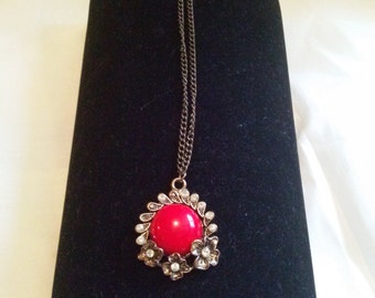 Necklace red cabochon rhinestone flowers