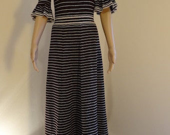 "Vintage 1960's 'Ian Peters' Dress - Lovely!! Chest 40"", Length 56"""