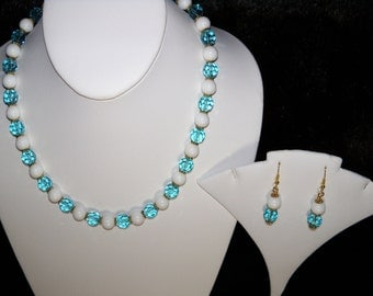 A Beautiful Aqua Crystal and White Agate Necklace/Bracelet/Earrings. (2016160)