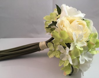 White Rose Bouquet - Cream Rose Bouquet - Spring/Summer Mixed Floral Bouquet - Wedding Bouquet- Cream/Green/White Flowers - Bouquet