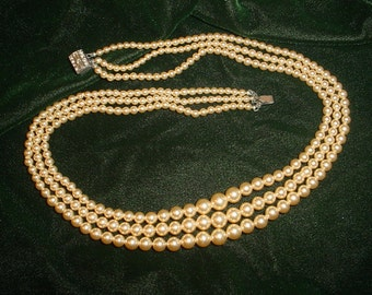 Vintage Triple Strand Pale Yellow Pearl Necklace